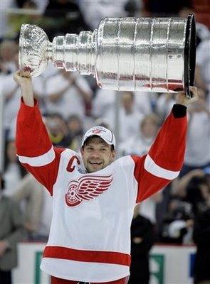 capt.d1189e296a594700ab5589abe0d0a7c9.stanley_cup_red_wings_penguins_hockey_paco136